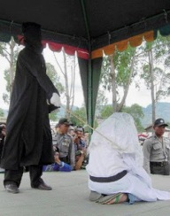 Hukuman cambuk bagi pelanggar syariat barbar Islam.