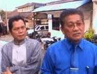 Tersangka sodomi Ramlan Fauzi (kiri) dan tim pengacaranya
