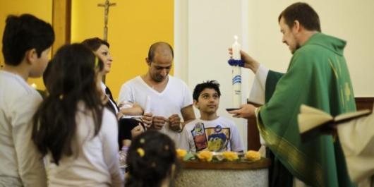 Mohammed Ali Zoonobi dibaptis